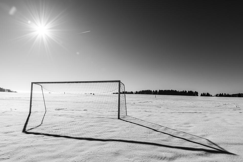 Fotbollens försäsong – hård i Sverige