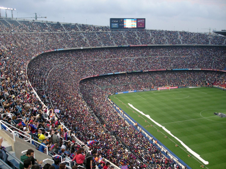 En fullsatt fotbollsarena